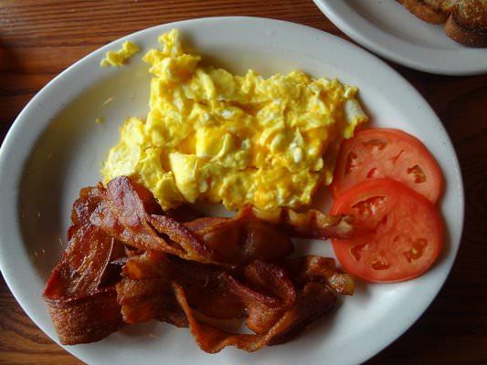 Keto Breakfast: Bacon & Eggs | Ruled Me