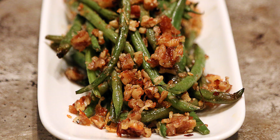 Roasted Pecan Green Beans - Shared via www.ruled.me
