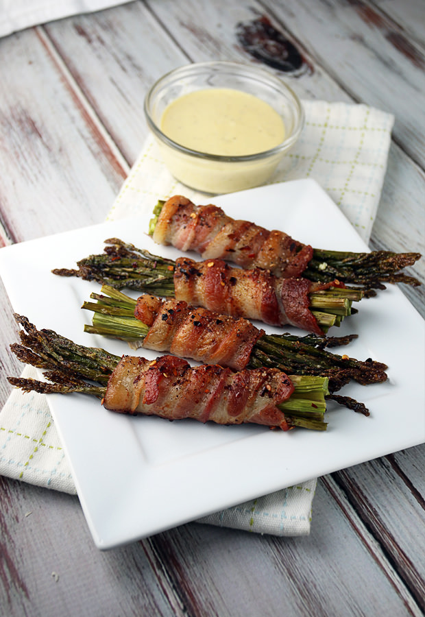 Bacon Wrapped Asparagus with Garlic Aioli | Shared via www.ruled.me