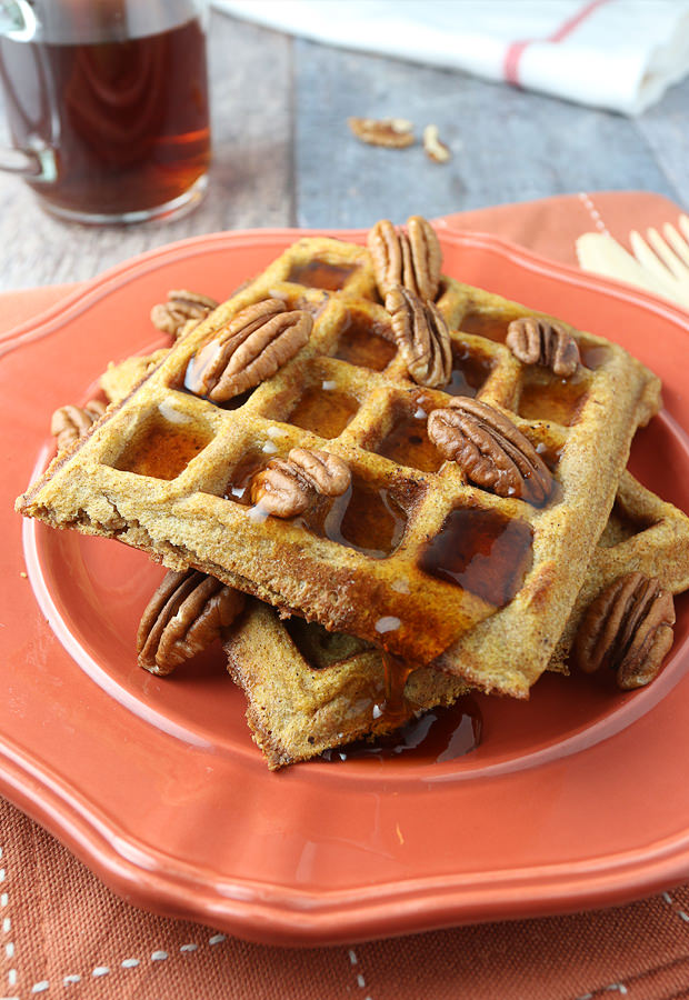 Start your mornings off right with Pumpkin Pie Spiced Waffles! | Shared via www.ruled.me/