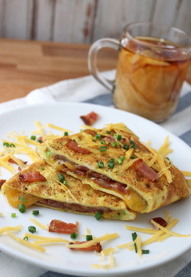 A delicious, super simple #keto omelette filled with bacon, cheddar, and chives. A must try! Shared via www.ruled.me/