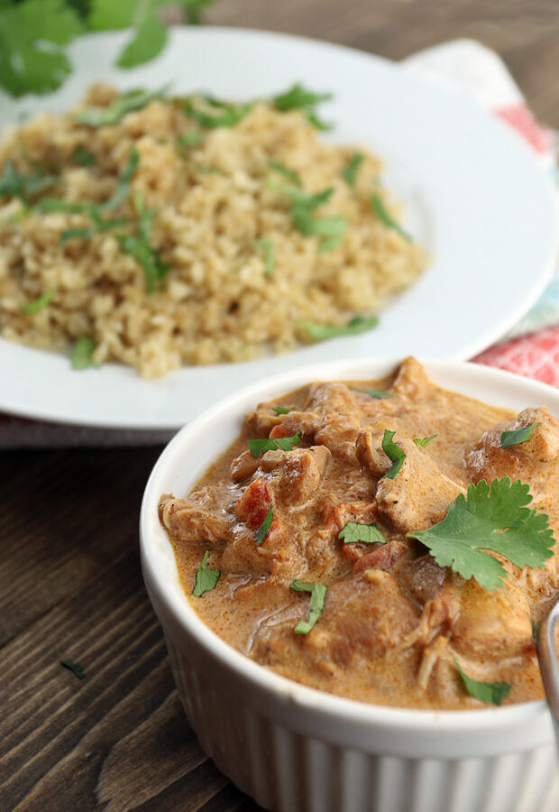 A super simple and delicious slow cooker keto chicken tikka masala that will be ready in only a few hours! Shared via //www.ruled.me/