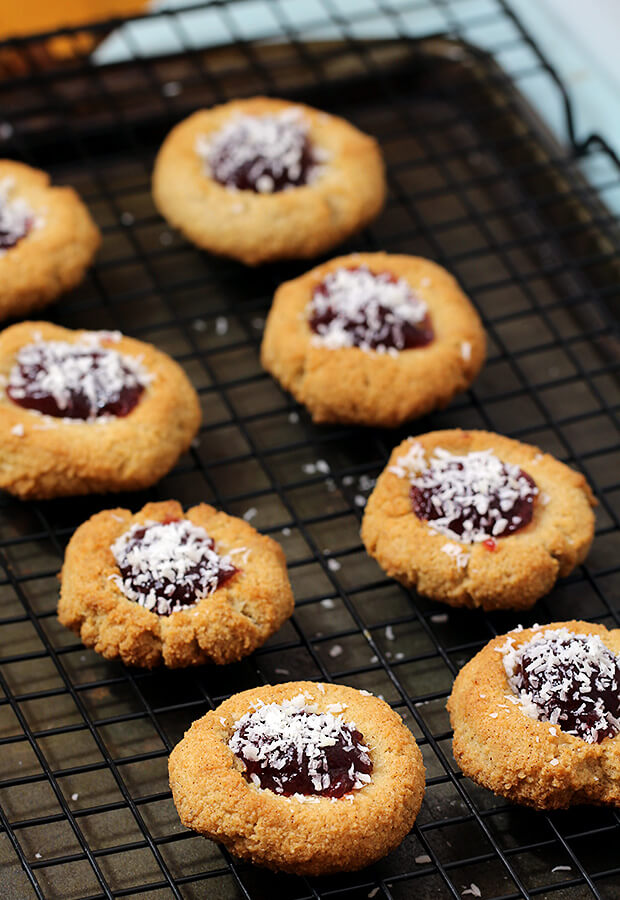 Delicious, easy, and beautiful Keto Amaretti Cookies. Shared via //www.ruled.me/