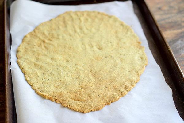 pesto keto crackers
